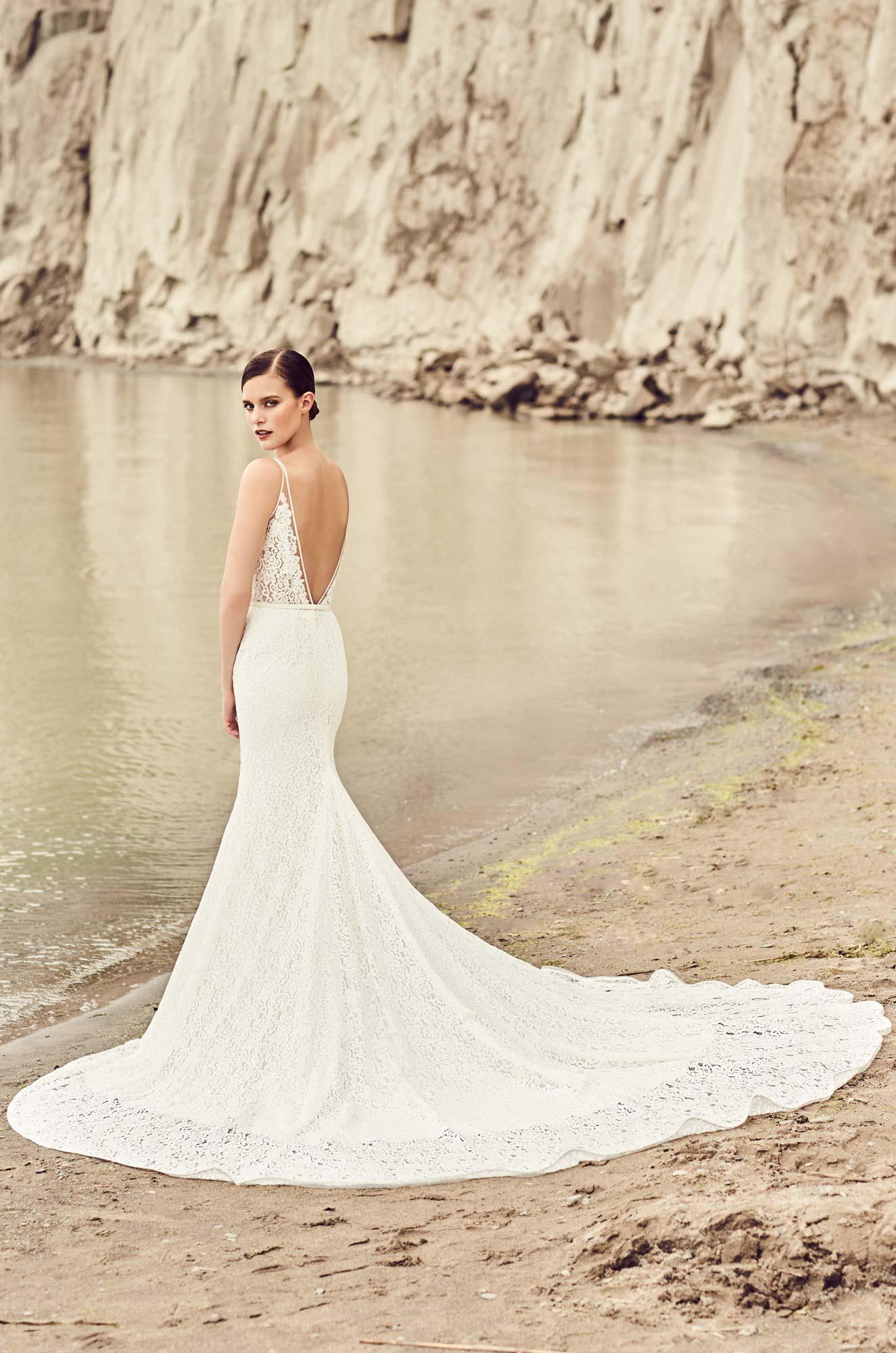 Feature Dress: Mikaella Style 2100