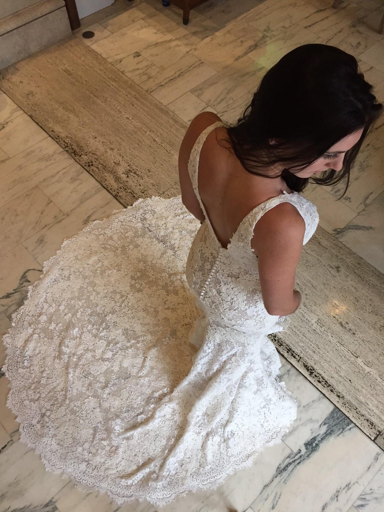 """Feature Dress: Pronovias Atelier """"Estela"""""""