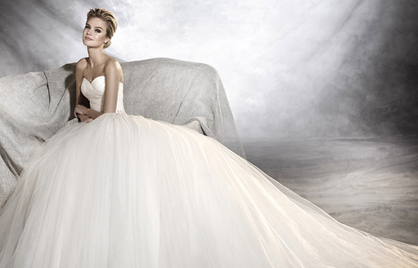 "Feature Dress- Pronovias ""Ozana"""